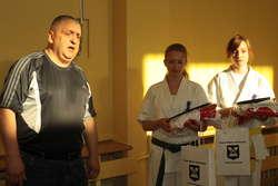 Trener Andrzej Litwin oraz dwie z trzech jego zawodniczek powołanych do kadry Polski na ME kadetek: Karolina Daszkiewicz (z lewej) i Adrianna Mrówka