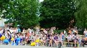 Zabawa w rodzinnym gronie podczas festynu w SP1 w Olecku