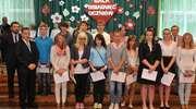 Wyróżniono najlepszych uczniów w gimnazjum nr 2. Dyplomy wręczał burmistrz