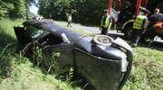 Dachowanie pod Olsztynem. Auto zatrzymało się w rowie