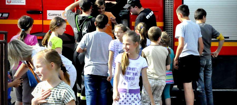 Największą atrakcją była dla dzieci przejażdżka wozem strażackim