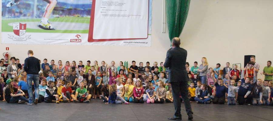 Dla dzieci z ZPO w Bieżuniu dyrekcja i rada rodziców zorganizowała Dzień Dziecka