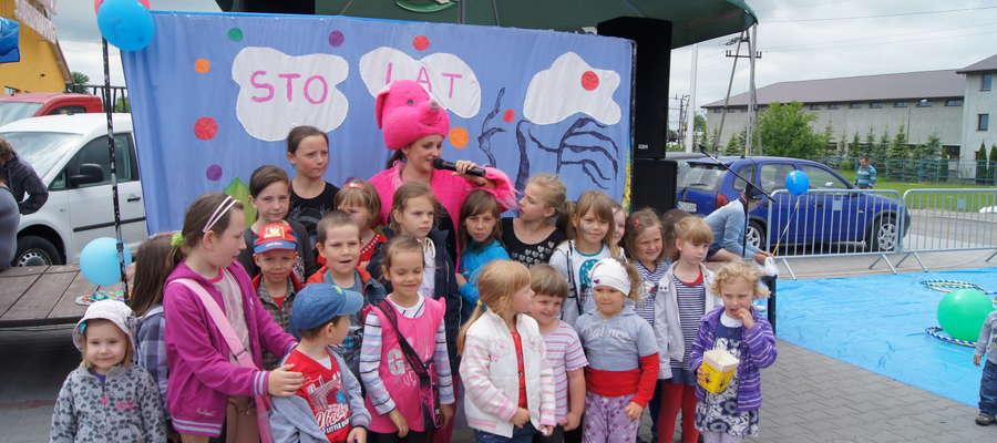 Z okazji Dnia Dziecka przed Żuromińskim centrum handlowym przygotowano wiele atrakcji