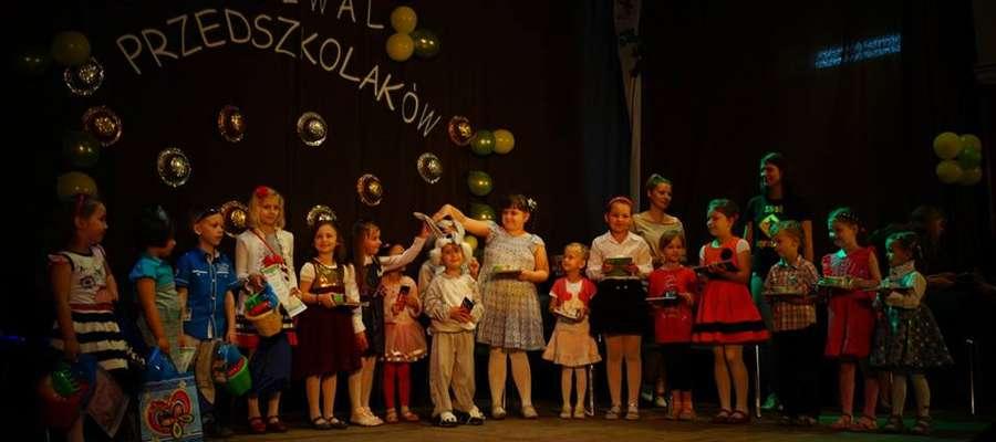 Przedszkolaki na scenie ŻCK