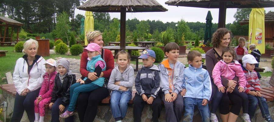 Wesoła gromadka na festynie w Boguszewcu