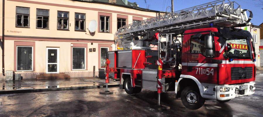 Budynek straszy już ponad rok. Akcja dogaszania – marzec 2012
