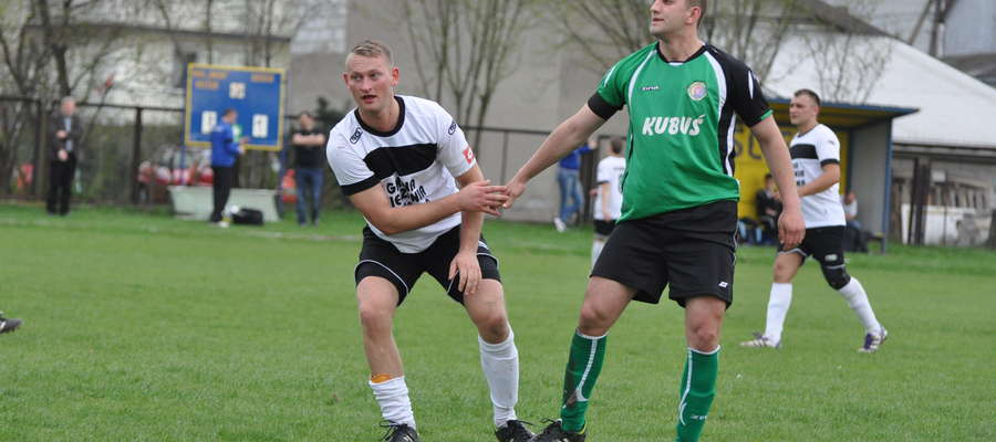 Zdobywca jednej z bramek Dariusz Petrykowski (z prawej)
