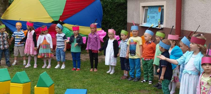 Dzieci przygotowały występ dla swoich rodziców