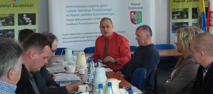 – Na spotkaniach z lekarzami poruszane są sprawy kontaktu lekarza z pacjentem – mówi dyrektor Zbigniew Białczak