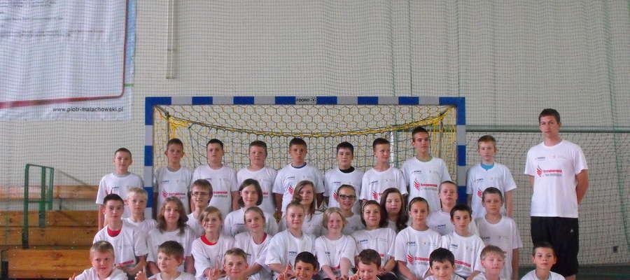 Zawodnicy z ZPO w Bieżuniu wraz z trenerem Danielem Liszewskim