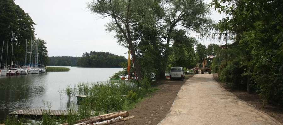 W tym roku realizowany jest pierwszy etap inwestycji - budowa chodników przy ulicy Wiejskiej