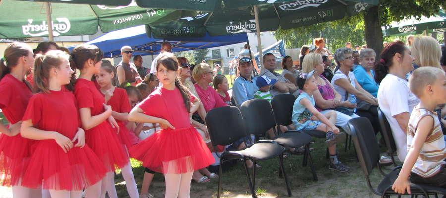 Licznie zgromadzona publiczność oglądała występy