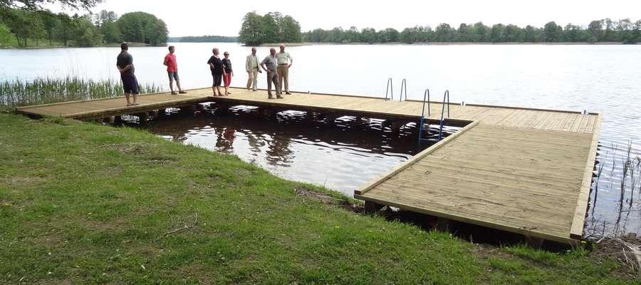 Pomost w Starym Gielądzie powstał w ramach projektu zagospodarowania brzegów jezior