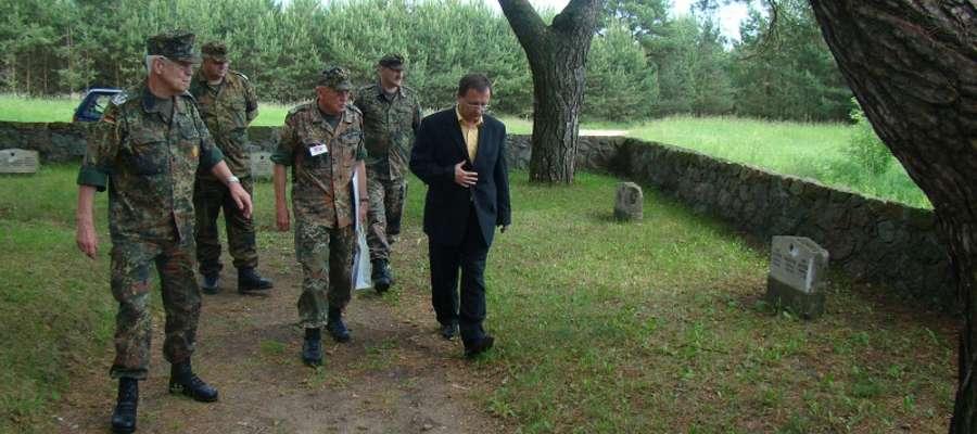 Efekty prac gości z Niemiec oglądał burmistrz Węgorzewa Krzysztof Piwowarczyk