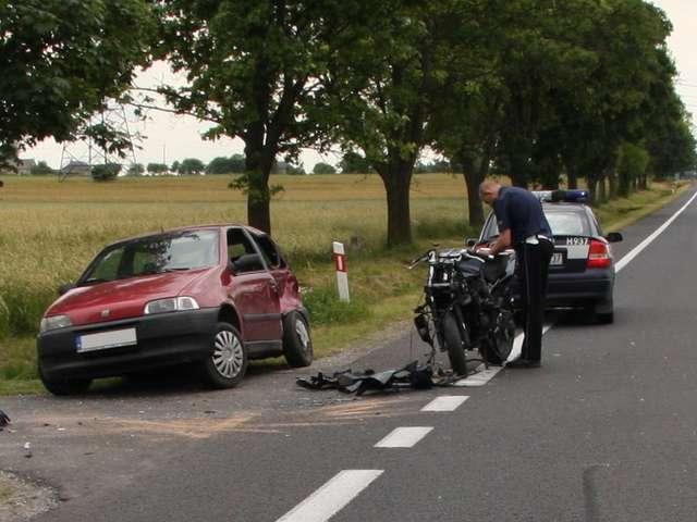 Wypadek motocyklisty w Józefowie. Zawiniła brawura? - full image