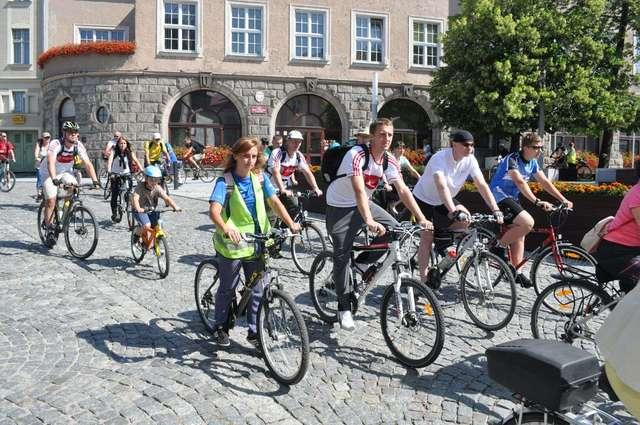 Pieszo, na rowerze, w łodzi. Kolejna dawka atrakcji w Olsztynie - full image