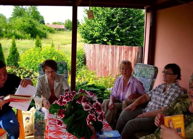 Wiosenno-letnie spotkania Dyskusyjnego Klubu Książki - full image