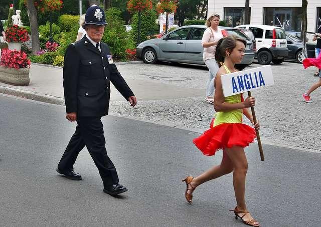 """Na ulicy Płockiej pojawił się m.in. angielski policjant, jak się zwykło mówić na Wyspach, popularny ,,Bobby"""" - full image"""