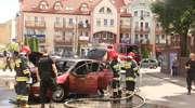 Samochód osobowy spłonął w centrum Ostródy