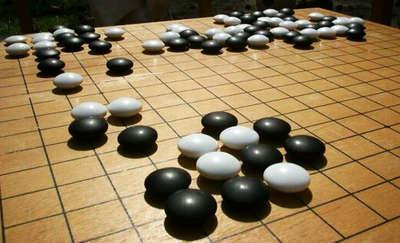 碁, czyli Olsztyn Go. Zostań mistrzem biało-czarnych kamieni
