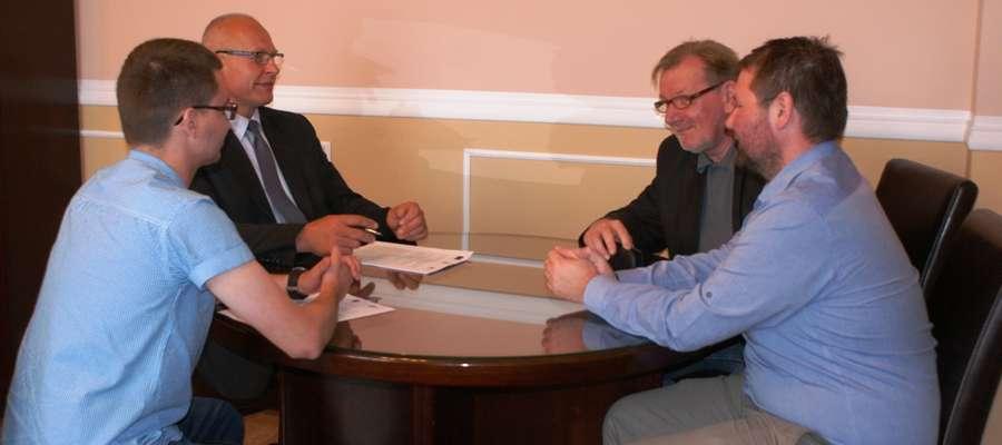 Wykonawcą inwestycji jest Konsorcjum ZSC sp. z o. o. i Firma Bullait – Andrzej Ciuchta. 27 czerwca podpisano umowę w wykonawcą oraz przekazano mu plac budowy