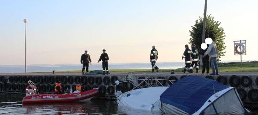 Do portu we Fromborku przyjechali braniewscy strażacy oraz strażacy ochotnicy z Fromborka