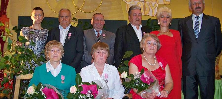 W Gminnym Ośrodku Kultury w Starych Juchach uhonorowano 7 par za długoletnie pożycie małżeńskie