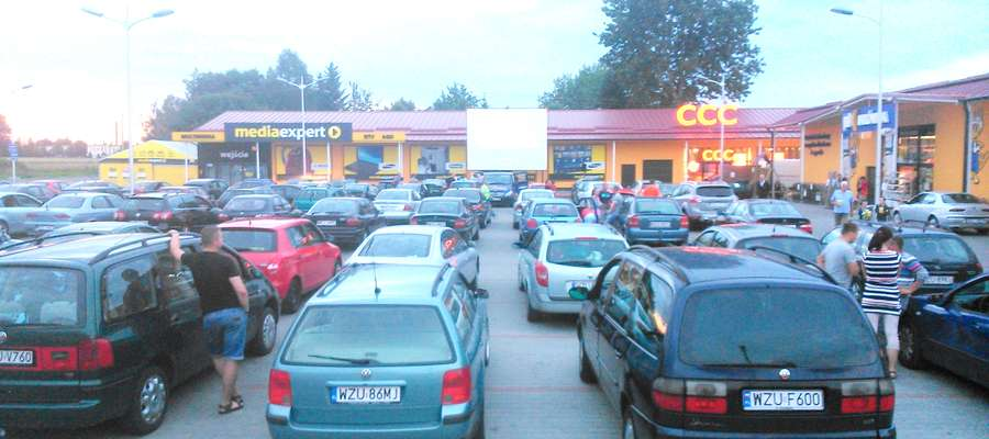 Kino samochodowe cieszy się dużym zainteresowaniem