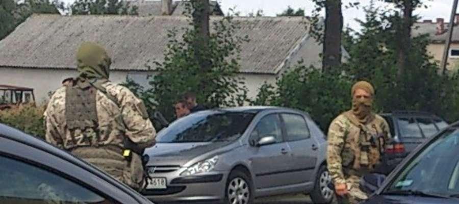 Budynku pilnowali uzbrojeni funkcjonariusze CBŚ