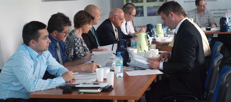 Radni opracowali apel w sprawie kurników i chlewni powstających na terenie powiatu