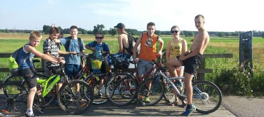 Uczestnicy pierwszego tegorocznego rajdu rowerowego w Siemiątkowie