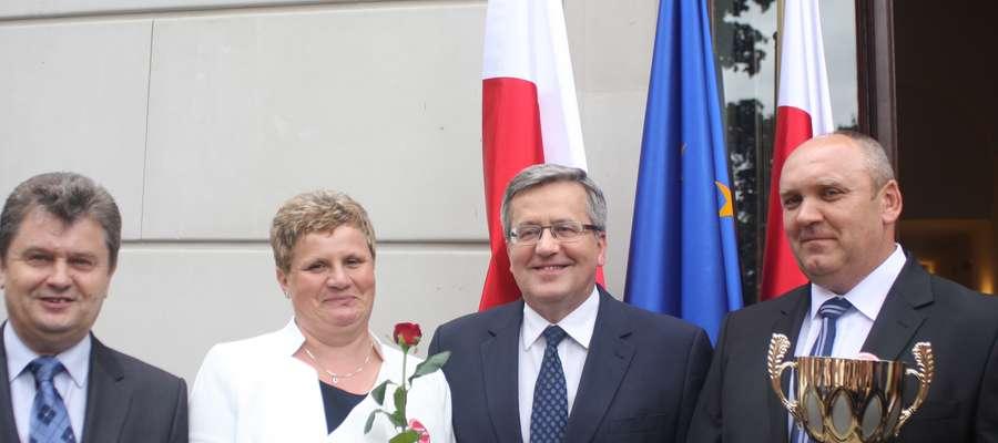 Rolnikom z Chojnowa nagrodę wręczył prezydent Bronisław Komorowski