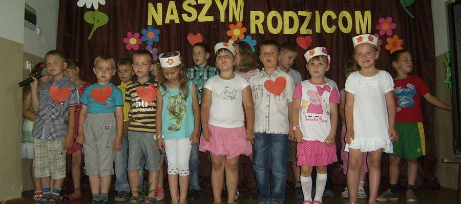 Występy najmłodszych uczniów ze Szkoły Podstawowej w Sinogórze