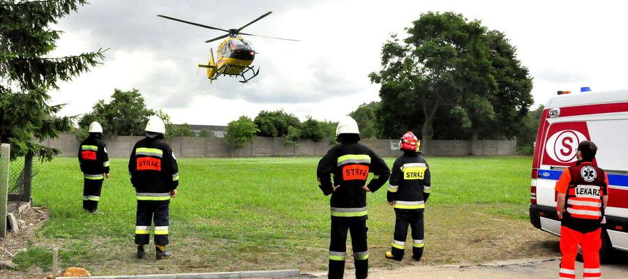 Śmigłowiec lądował bez zakłóceń, a akcję ubezpieczali strażacy
