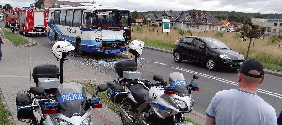 Rozbity autobus po wypadku