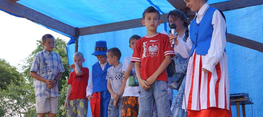 Podczas Palinocki w Zajączkowie występowały dzieci z miejscowej szkoły