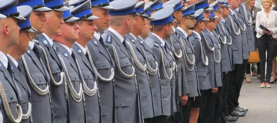 Uroczystość Święta Policji zorganizowano przed gmachem Urzędu Miasta w Ełku