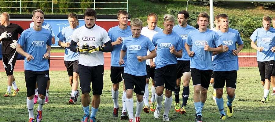 Piłkarze Stomilu Olsztyn podczas wtorkowego treningu w Kortowie.