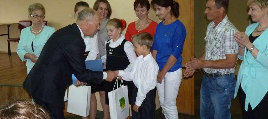 Nagrody wręczał wójt Kazimierz Konicz