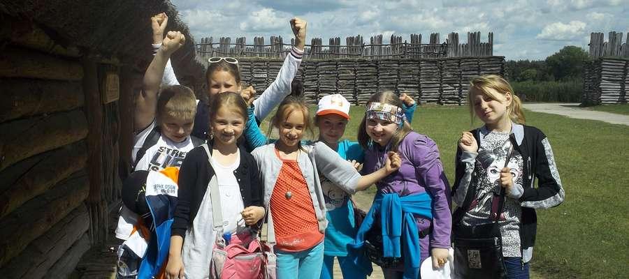 Pełni wrażeń, nowych doświadczeń i zdobytych wiadomości historycznych turyści wrócili do Słobit, zastanawiając się gdzie w przyszłym roku wybiorą się na wycieczkę szkolną