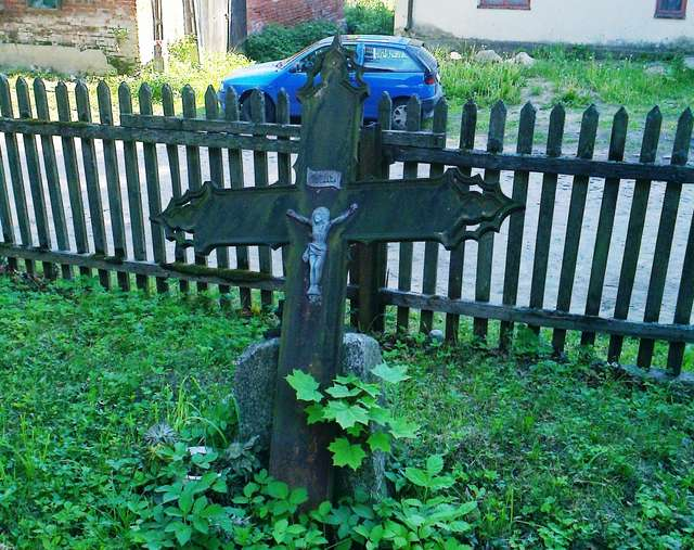 Różynka: dwa stare cmentarze - full image