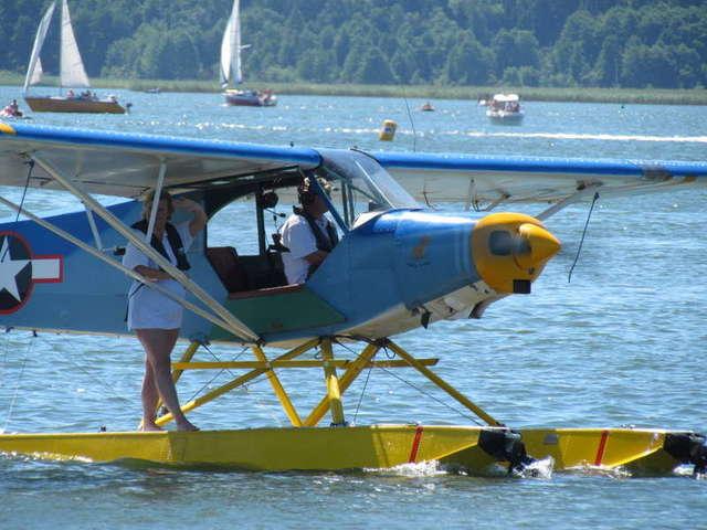 Na jeziorze Niegocin lądowały hydroplany. - full image