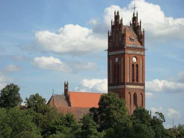 Kościół św. Apostołów Piotra i Pawła w Pieniężnie - full image