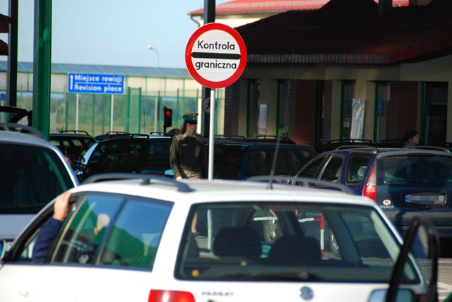 Польские полицейские и пограничники массово уходят на больничные. Сколько теперь придется ждать на границе?