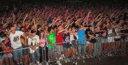 Kilkutysięczny tłum bawił się pierwszego dnia Mazury Hip- Hop Festiwal 2013