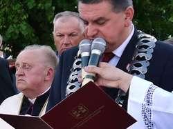 Honorowy Obywatel Miasta Płońska ks. kan. Edmund Makowski (z lewej) wraz z burmistrzem Andrzejem Pietrasikiem podczas jednej z uroczystości