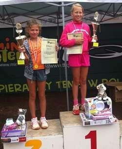 Dwa złote medale młodej tenisistki z Olsztyna