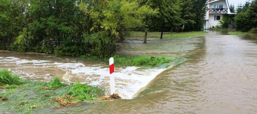 Po burzy wiele dróg i pól znalazło siępod wodą
