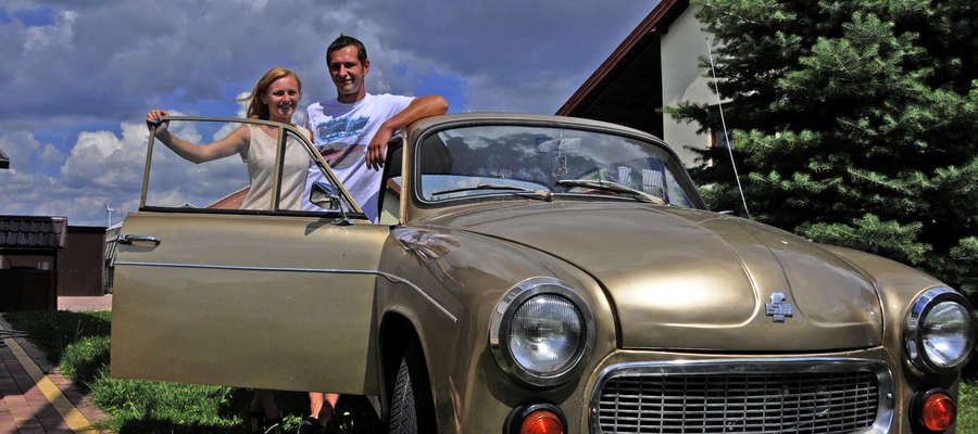 Marta i Sławek z dumą pokazują owoc swojej pracy