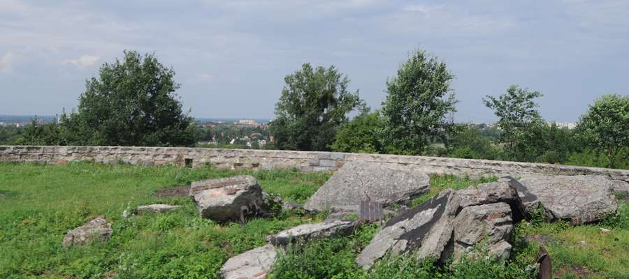 Na taras widokowy ma być zagospodarowana działka wewnątrz  kamiennego kręgu
